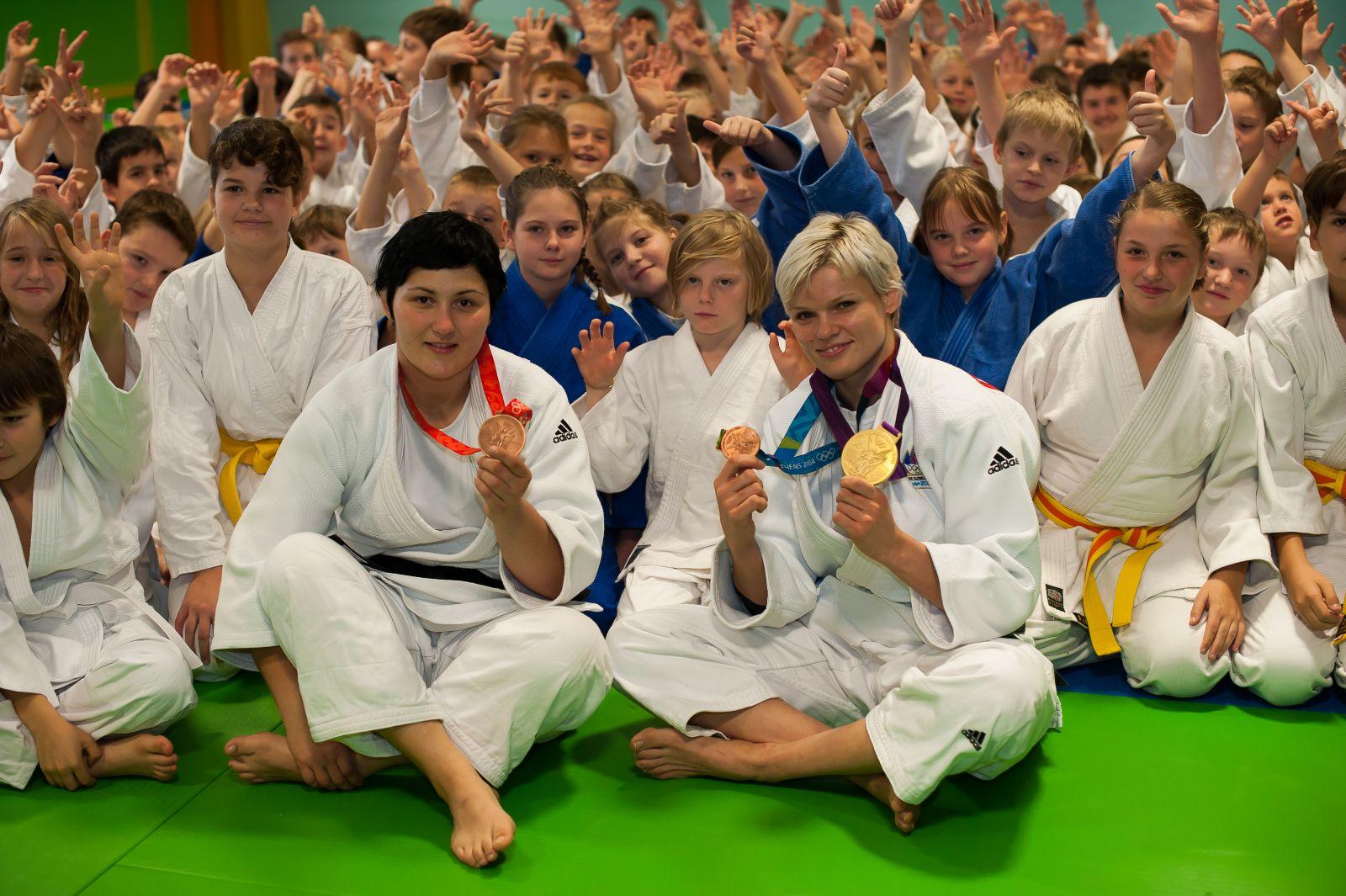 V čast nam je, da smo od blizu spremljali pot nekaterih slovenskih športnikov z izjemnimi dosežki tudi na olimpijskih igrah.